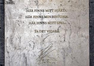 <p>ZLATANs HILSEN: Her er superstjernens ord på utsiden av Zlatan Court.<br/></p>