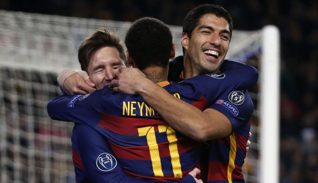 <p>6Y-FOTBALL: Lionel Messi (fra venstre), Neymar og Luis Suárez jubler under 6-1-seieren over Roma i Champions League tirsdag.<br/></p>