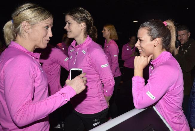 <p>VELKOMMEN ETTER: Nora Mørk (til høyre) har avklart fremtiden. Det blir Györ der både Heidi Løke (til venstre), Kari Aalvik Grimsbø (i midten) spiller. Lørdag åpner Norge VM mot Russland.<br/></p>
