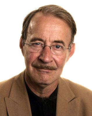 <p>KRITISK: Litteraturprofessor, krimekspert og leder av Rivertonjuryen, Hans H. Skei</p>