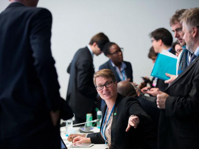<p>NÅR IKKE FREM: Klima- og miljøminister Tine Sundtoft erkjenner at målet om en klimanøytral kloden i 2050 ikke får gjennomslag i Paris.Foto: NTB Scanpix</p>