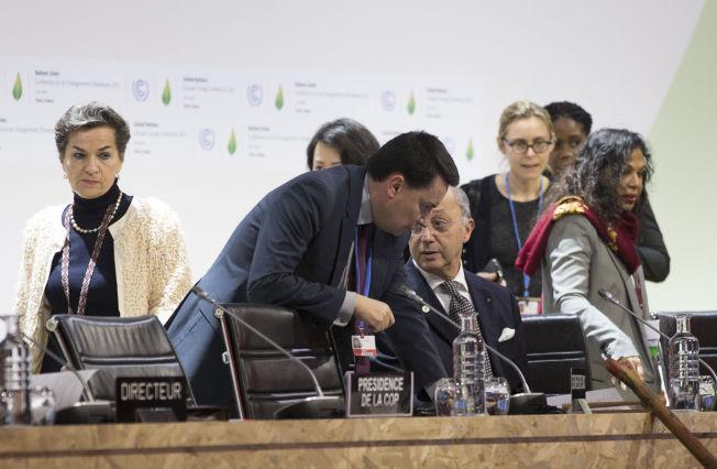 <p>NÆRMERE ENIGHET: Den franske utenriksministeren og presidenten for COP21, Laurent Fabius, presenterte onsdag ettermiddag utkastet til avtale.</p>