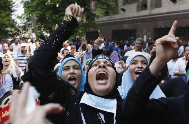 ISLAMISTISK PROTEST: Støttespillerne til Egypts avsatte president Mursi demonstrerer i Kairo i 2013.