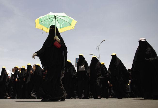 KVINNEPROTEST: Kvinner i Jemen i demonstrasjonstog for å kreve rettsforfølgelse av tidligere president Saleh i 2012.