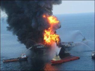 <p>SANK: Slokningsarbeidet klarte ikke å redde oljeriggen Deepwater Horizon.<br/></p>