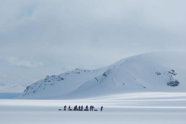 <p/> <p>SVALBARD PÅ TVERS: En nidagers tur på tvers av Svalbard gir god trening og store naturopplevelser. Foto: ARCTIC NATURE GUIDES</p>
