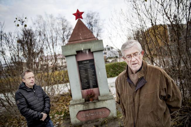 <p>STÅR ENNÅ: Som eneste uskjendede gravplass for krigsfanger i hele Nord-Norge, er det historisk grunn Per Trygve Karstensen (t.v.) og Thor Helge Eidsaune står på. Minnesmerket ble satt opp av overlevende krigsfanger i 1945.<br/></p>