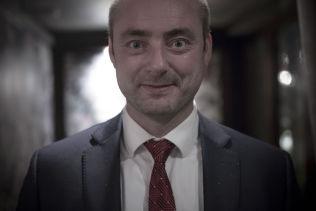 <p>FERDIG: Onsdag var Robert Erikssons siste arbeidsdag. For to uker siden fikk han beskjeden fra Erna Solberg og Siv Jensen om at han ikke får fortsette i jobben som arbeids- og sosialminister.</p>