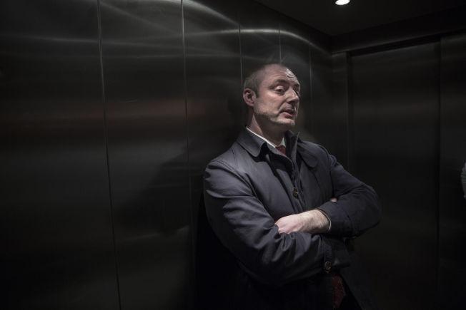 <p>EXIT ERIKSSON: Robert Eriksson har nettopp tatt avskjed med de ansatte i Arbeids- og sosialdepartementet. Så tar han heisen ned – og forlater regjeringen for denne gang.</p>