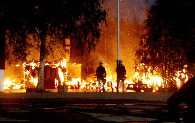 <p>DØMT ETTER ASYLBRANN: To boligblokker ble totalt utbrent da Lier asylmottak ble herjet av brann i 2010. En kurder fra Irak ble dømt til tre års fengsel for å ha tent på mottaket, og flere andre forhold.</p>