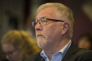 <p>APPLAUDERER: Geir Toskedal (KrF) mener Høyre-kravene virker konstruktive.</p>