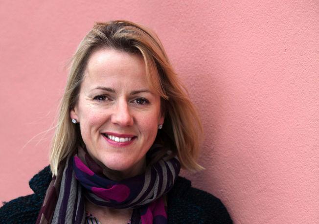 <p>FØR OG ETTER: Jojo Moyes (46) tenker fortsatt at hun kommer til å våkne opp fra den lykkelige drømmen hun lever midt oppe i nå. Bare i Norge har hun solgt over én million bøker. tac13b17</p>