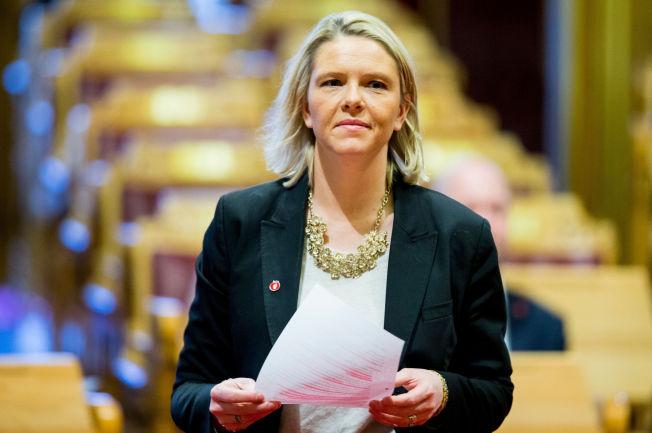 <p>STRENG DEBUT: Innvandrings- og integreringsminister Sylvi Listhaug (Frp) har jobbet i romjulen og fremmer tirsdag en rekke innstrammings-tiltak i innvandringspolitikken.</p>