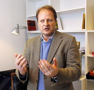 <p>EKSPERT: Professor Mads Andenæs.</p>