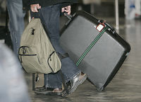 Flypassasjer hadde på tre bukser for å slippe bagasjeregning