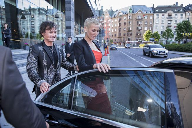 <p>BRANN I HOTELLET: Petter og Gunhild Stordalen bodde på The Address som nyttårsaften sto oppslukt av flammer. Her er de avbildet ved en annen anledning tidligere i sommer.</p>