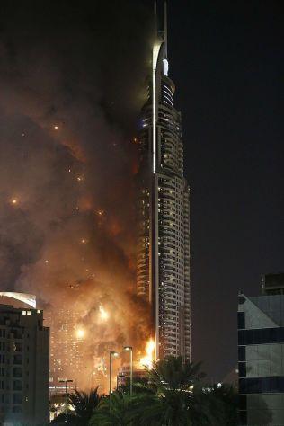 <p>I FULL FYR: Tross overtenning, melder politiet i Dubai at alle hotellets beboere - inkludert ekteparet Stordalen - ble reddet ut og ingen skal ha blitt skadd i brannen på The Address.</p> <p>Foto: Afp</p>