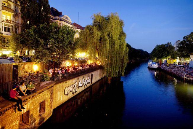 <p>BERLINIDYLL: Landwehrkanal renner gjennom Kreuzberg og byr på et vell av uteserveringer, restauranter og parkområder langs bredden.</p>