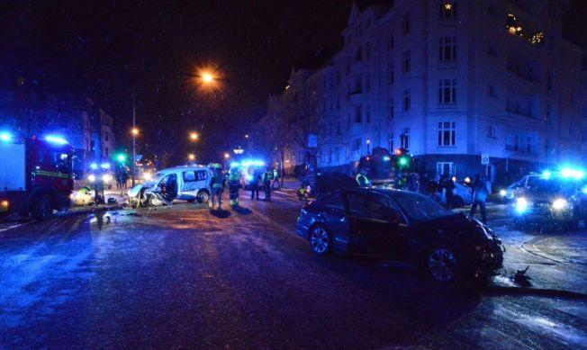 <p>ULYKKESSTEDET: Kollisjonen skjedde i Bygdøy álle i Oslo natt til søndag. Ambassadebilen står i forgrunnen.</p>