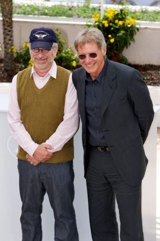 <p>RADARPAR: Denne duoen er selve essensen i fire - og forhåpentlig snart fem - filmer om Indiana Jones; regissør Steven Spielberg og Harrison Ford.</p>