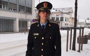 <p>SIKTET MOREN: Politiadvokat Julie Dalsveen mener det er grunn til å mistenke 13-åringens mor for grov omsorgssvikt.</p>