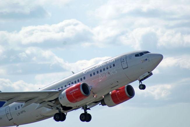 <p>TRYGT Å FLY: Statistikken viser at det aldri har vært færre dødelige flyulykker enn i 2015. Her er et Boeing 737-600-fly fra SAS under avgang fra Oslo lufthavn.</p>