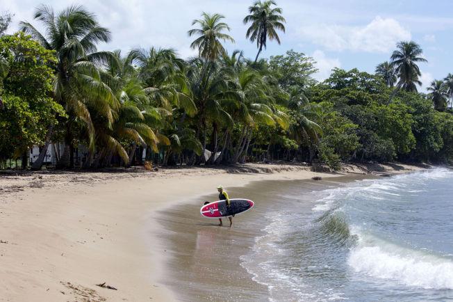 <p>DIREKTE FRA OSLO: Ti timer unna ligger denne stranden i Rincón i Puerto Rico og venter på deg, enten du liker å surfe eller bare vil slappe av.</p>