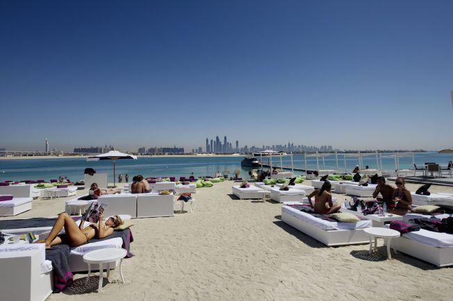 <p>ATLANTIS: Ute på The Palm ligger hotell- og underholdningskomplekset Atlantis med gyllen sand og strandlounger.</p>