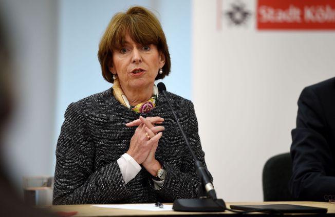 <p>BEKYMRET: Köln-ordfører Henriette Reker har kalt inn til et krisemøte om situasjonen.<br/></p>