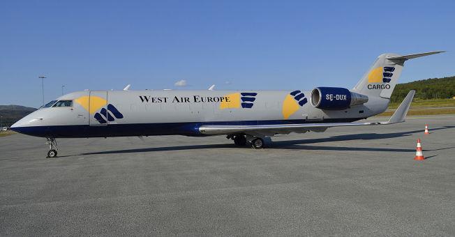 <p>STYRTET: Dette svenskregistrerte flyet var på vei fra Oslo til Tromsø da det styrtet på svensk side av grensen natt til fredag. Bildet er tatt i Tromsø der flyet hadde base.</p>