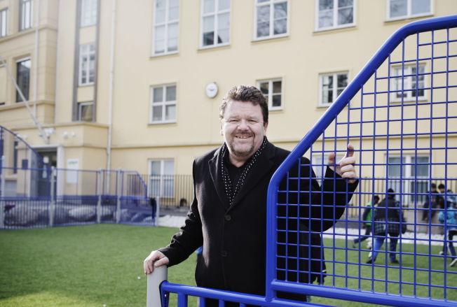 <p>LEVERTE FORSLAG: Øystein Djupedal ledet det regjeringsoppnevnte utvalget som presenterte sin innstilling i mars ifjor. Bildet er tatt i skolegården på Møllergata skole etter fremleggelsen.</p>