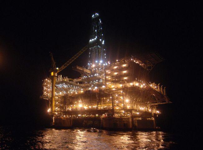 <p>OLJEPENGER: Enorme summer er resultatet av oljeutvinning og diamantsalg i Angola. Men pengene går til en liten elite, mens befolkningen er blant de fattigste i verden. Statoil er et av mange utenlandske oljeselskaper som opererer i Angola.</p>