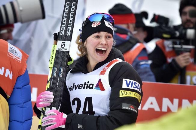 SJOKKERT: Amerikanske Jessica Diggins innser at hun kommer til å vinne fredagens femkilometer i Tour de Ski.