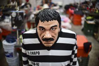 <p>KOSTYME: Under Halloween i fjor fikk man kjøpt «El Chapo»-fangedrakter i USA og Mecixo.<br/></p>