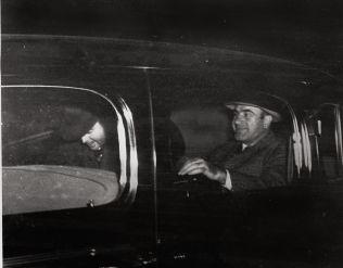 <p>FRYKTET: Her er Al Capone (t.h.) avbildet i Harrisburg sammen med en føderal offiser. Capone sonet syv års fengsel i Atlanta og ved Alcatraz i San Fransisco for sin mafiavirksomhet.</p>