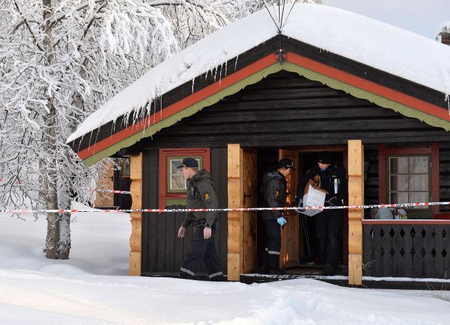 <p>VAR AVMAGRET: Politiets teknikere går igjennom hytten der en 13 år gammel jente ble funnet død i nyttårshelgen.</p>