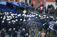 Vannkanoner og tåregass mot Pegida-demonstranter