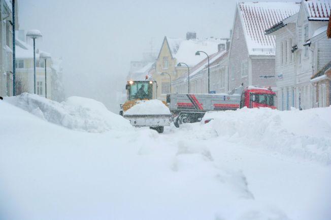 <p>KAN BLI KAOS: Dette bildet ble tatt i Kristiansand sentrum i 23. februar 2007, da det kom store mengder snø over flere dager. Søndag kan det falle opp mot en halvmeter over Sørlandets hovedstad.</p>