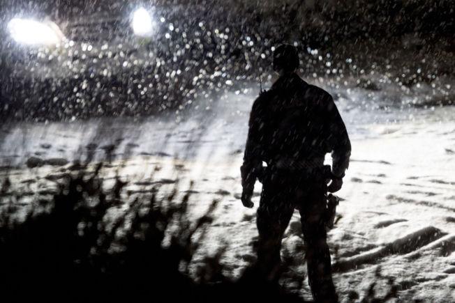 <p>ÅSTEDET: Politiet arbeidet på åstedet i Gran på Hadeland natt til søndag, der en 42 år gammel kvinne ble skutt og drept av et rifleskudd. Ektemannen er siktet for uaksomt drap.</p>