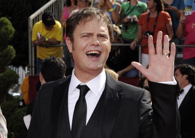 <p><i>FARSARV: Rainn Wilson, her på Emmy Awards i L.A. i 2008,</i> mener at hans runde, bleke ansikt skyldes norske gener.</p>