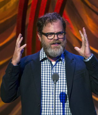 <p><i>SAMFUNNSENGASJERT: Rainn Wilson på talerstolen under Clinton Global Citizen Award i New York i september.</i> </p>