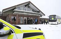 Asylsøkerne i Aksdal ble med bussen til nytt mottak