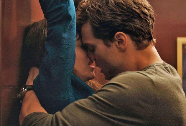 <p>HETT: Dakota Johnson og Jamie Dornan i «Fifty Shades of Grey».</p>