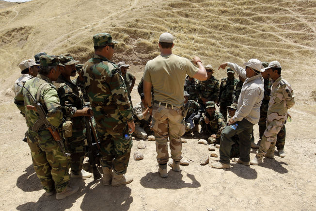 <p>DAGENS OPPDRAG: En soldat fra Telemark bataljon (TMBN) driver opptrening av lokale sikkerhetsstyrker på det internasjonale treningssenteret utenfor Erbil.<br/></p>