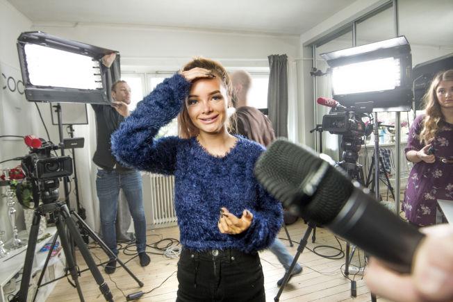 <p>STILSIKKER: PR-ekspert Camilla Kim Kielland mener Sophie Elise er landets beste blogger når det gjelder å få oppmerksomhet rundt egen person. Dette bildet er tatt ved en tidligere anledning, hjemme hos Sophie Elise Isachsen.</p>