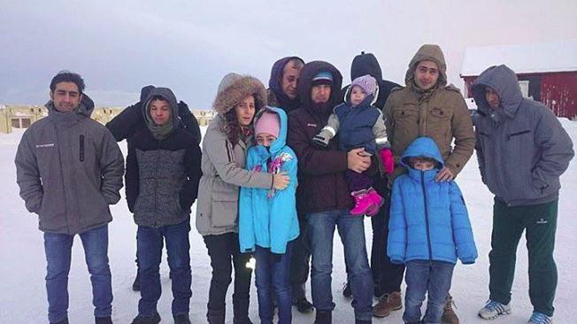 <p>FRYKTER RETUR: Asylsøkere forteller at det pågår en sultestreik i ankomstsenteret i Kirkenes. Rundt 60 vil bli sendt tilbake til Russland så snart det lar seg gjøre, ifølge PU. Foto: PRIVAT</p>