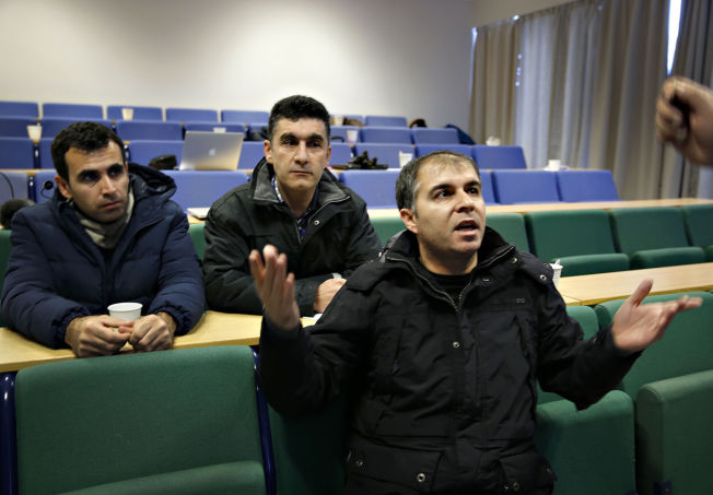<p>ENGASJERTE: Syriske Abdulla Adla, Sulimann Adel, Shero Demir synes det voldtektsforebyggende kurset er viktig.</p>