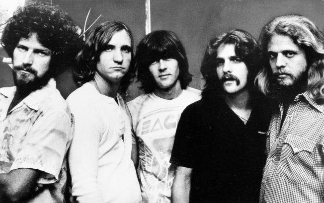 """LEGENDARISKE: """"The Eagles"""" fotografert i 1977. Fra venstre: Trommeslager Don Henly, gitarist Joe Walsh, bassist Randy Meisner, og gitaristene Glenn Frey og Don Felder."""