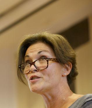<p>STØTTER EKSPERTEN: Statssekretær Birgitte Jordahl i kunnskapsdepartementet.</p>