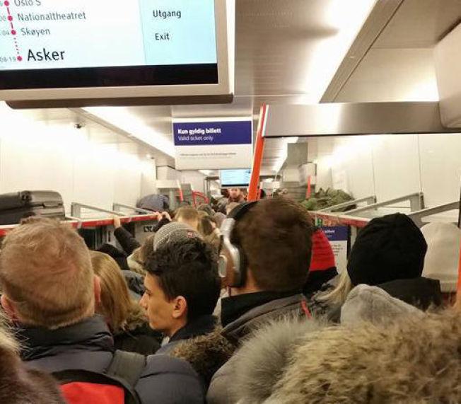 <p/> <p>TRANGT: Det var ikke mye plass til overs på ett av morgentogene fra Lillestrøm til Oslo i tirsdag morgen.</p> <p/>